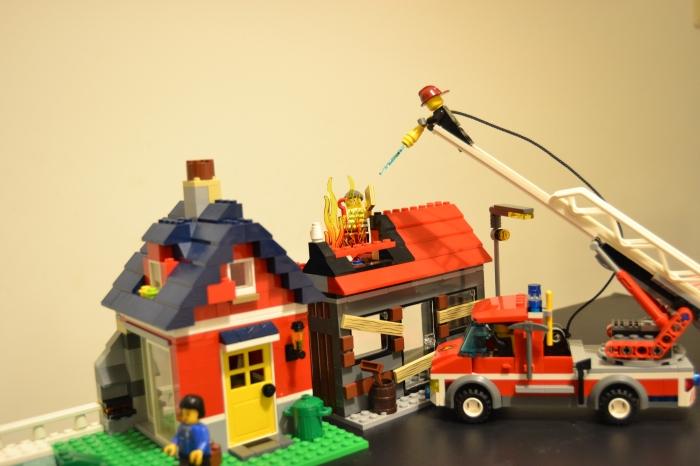 De repente, tudo fica em sobressalto. Há um incêndio a por em perigo a vida de um cidadão!