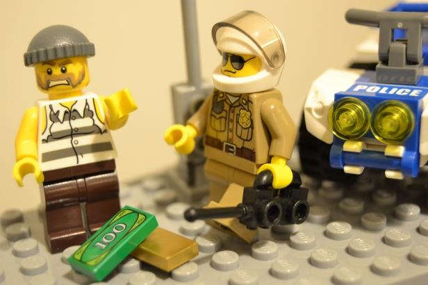 Incêndio apagado! Ladrão capturado! Tudo corre bem na LegoCity...